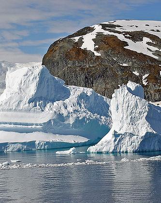 Antarctica_-_Gerlache_Strait_(Icebergs).