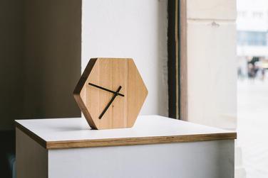 hodiny Hexa