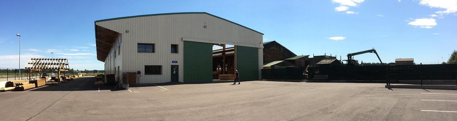 La scierie vous propose à la vente du bois de charpente, terrasse bois, bardage bois, plancher, constructions bois et dosse. Large stock sur site. Proche de Nancy et Lunéville.