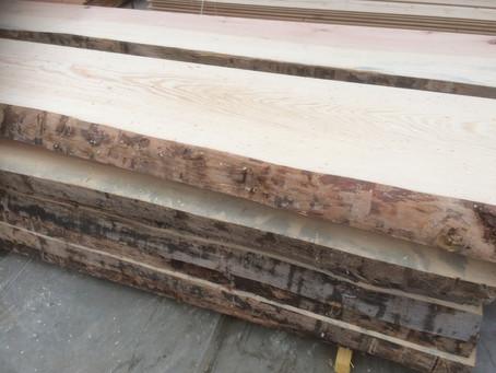 Nouveau produit : le plateau en bois massif avec écorce