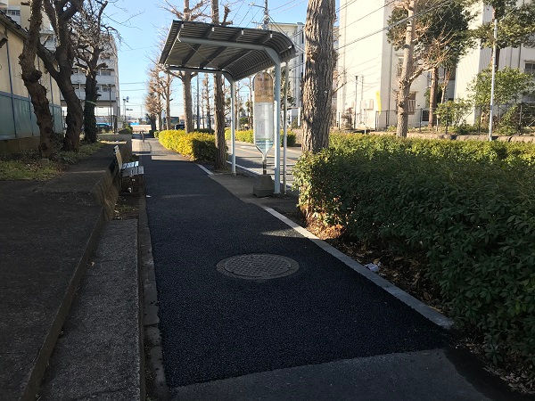 上飯田団地内のバス停前歩道修繕(2021年2月3日)