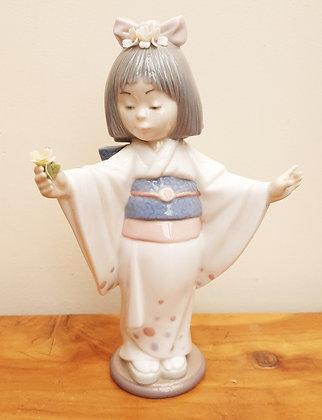 """Lladro """"Flower Gazer"""" 6152 Young Geisha"""