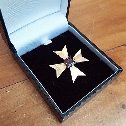 18ct Gold Maltese Cross Brooch with Amethyst