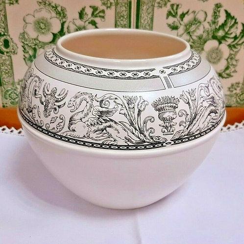 "Wedgwood Contrast Black Florentine Vase 5.5"""