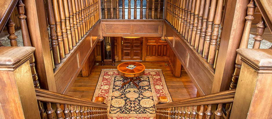 TOP 5 LISTINGS FEATURING GRAND STAIRCASES