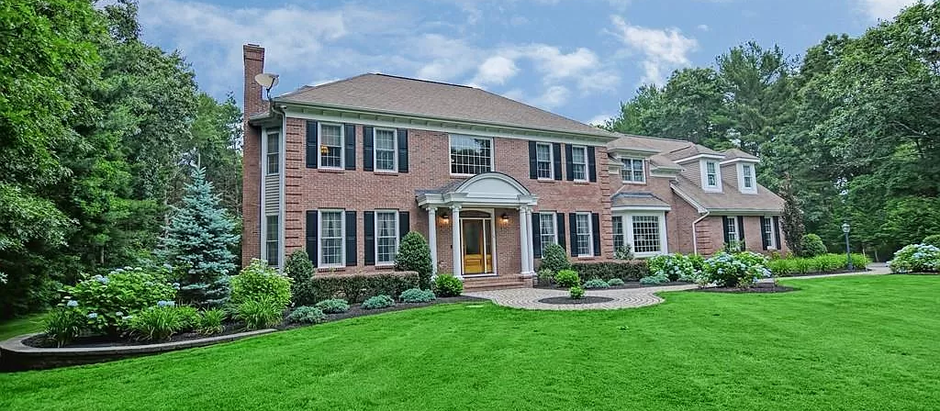 TOP 5 LAKEVILLE SINGLE FAMILY HOMES