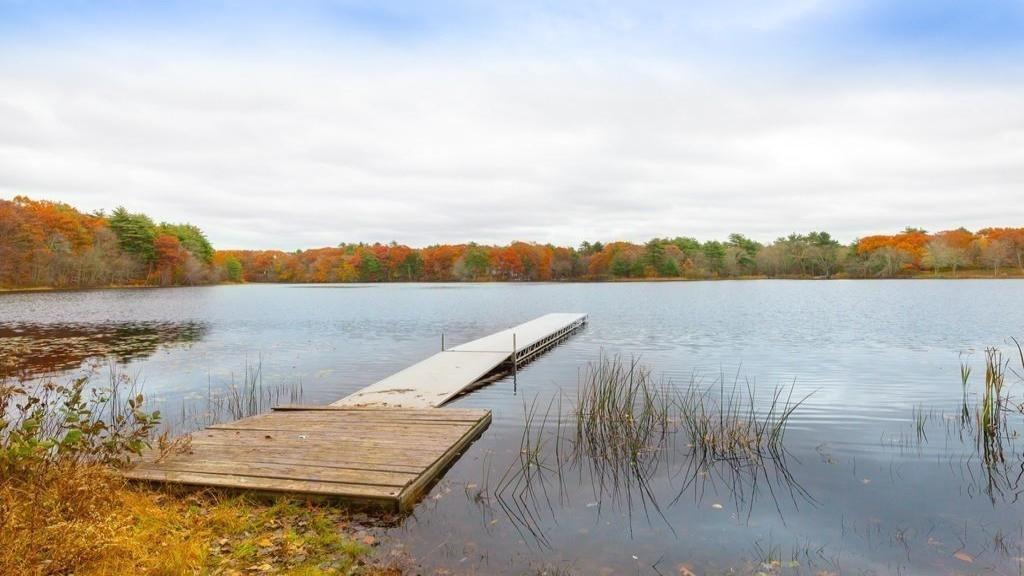 8 Beaumonts Pond Drive