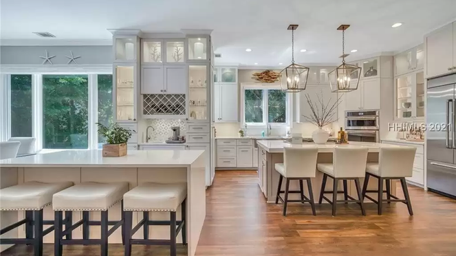 TOP 5 LISTINGS FEATURING STUNNING KITCHENS