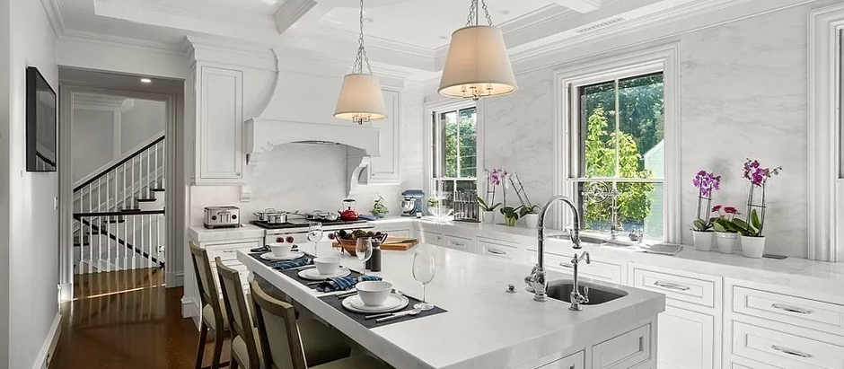 TOP 5 NEW LUXURY LISTINGS FEATURING STUNNING KITCHENS