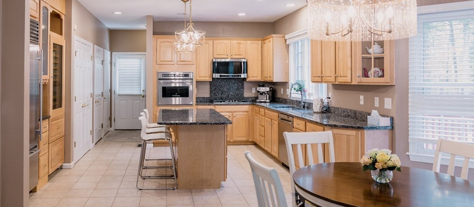 TOP 5 NORFOLK COUNTY LISTINGS WITH A CHEF'S KITCHEN