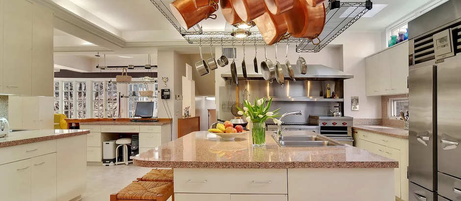 TOP 5 LISTINGS FEATURING AWESOME KITCHENS