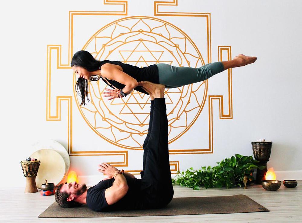 acro yoga couple