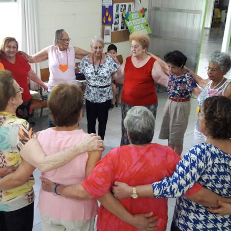 Cuidar de um idoso é olhar por aquele que, um dia, já fez isso por nós