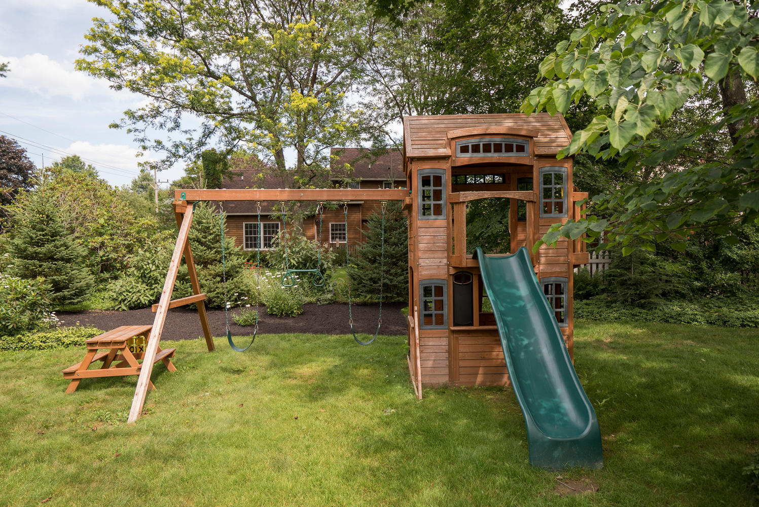 1206 Carriage Dr East Aurora-large-020-Playset-1498x1000-72dpi