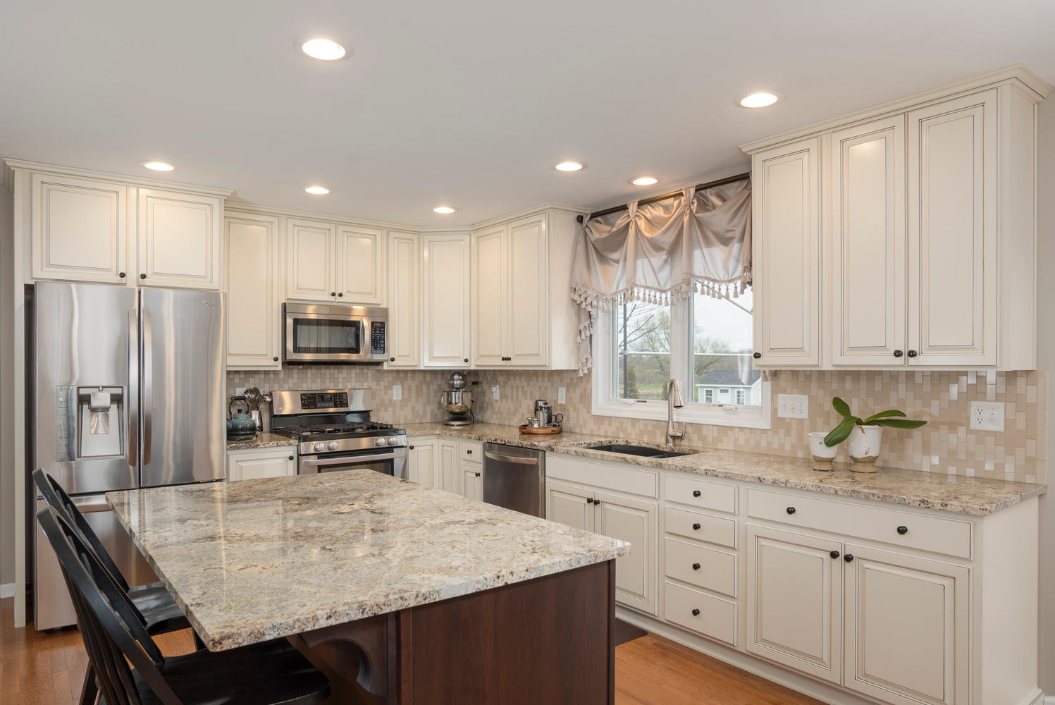 67 Avian Way Lancaster NY-large-006-17-Kitchen-1498x1000-72dpi