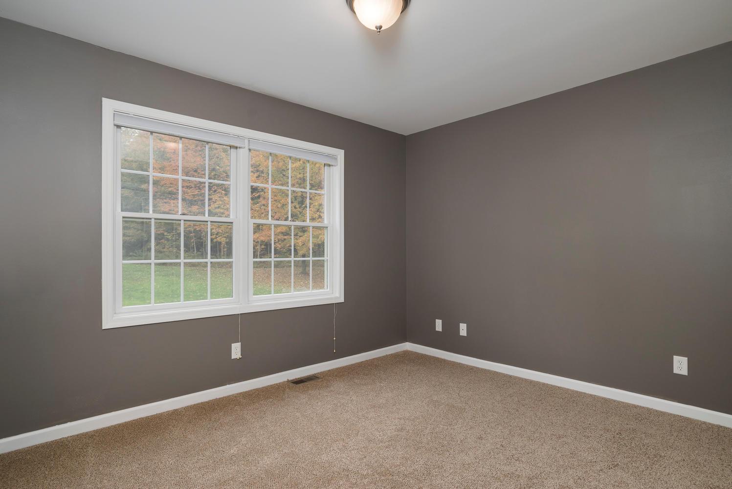 6142 Hillcroft Dr Boston NY-large-014-13-Bedroom-1498x1000-72dpi