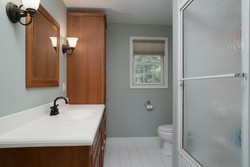 1206 Carriage Dr East Aurora-large-011-Bathroom-1498x1000-72dpi