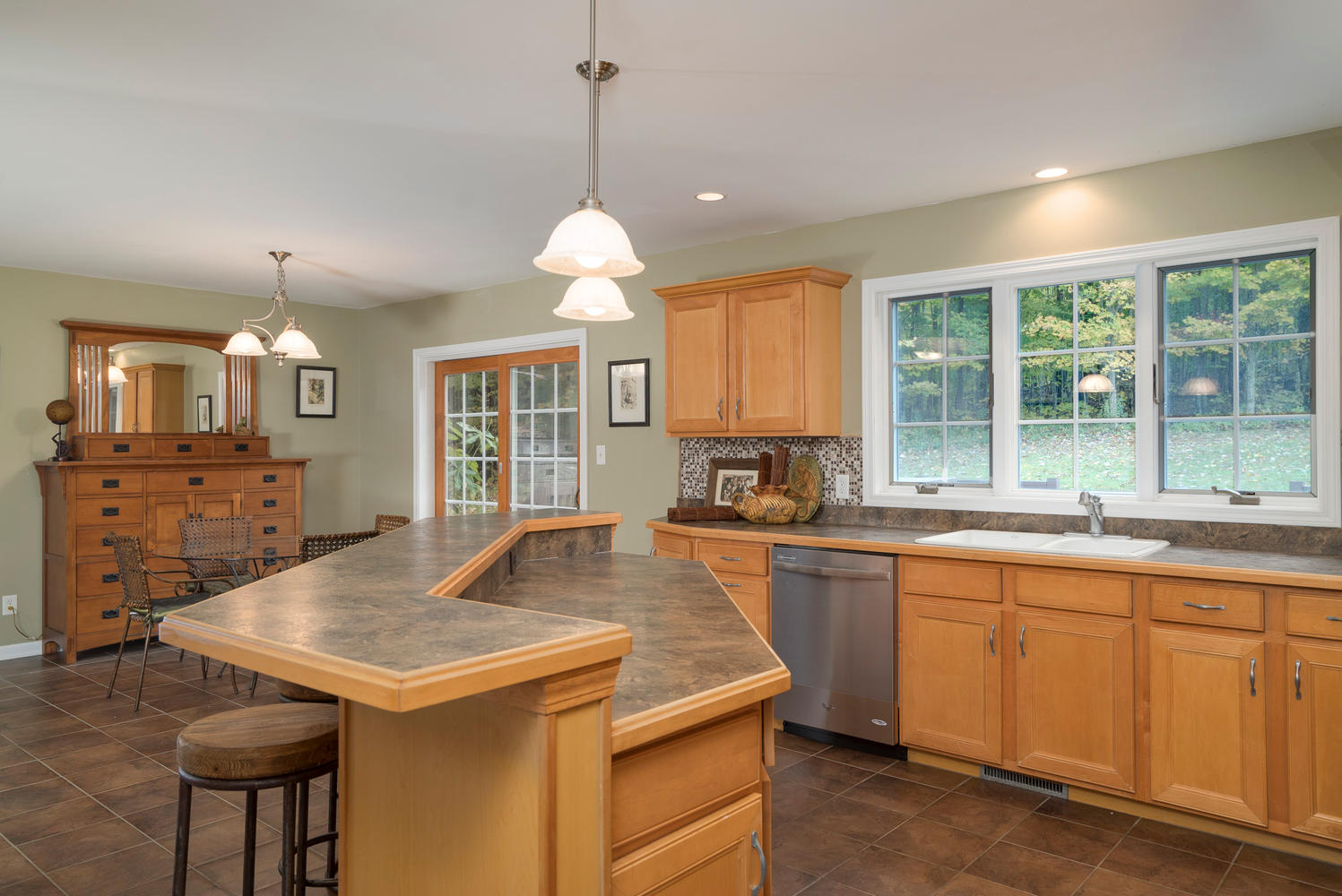 6142 Hillcroft Dr Boston NY-large-010-19-Kitchen-1498x1000-72dpi