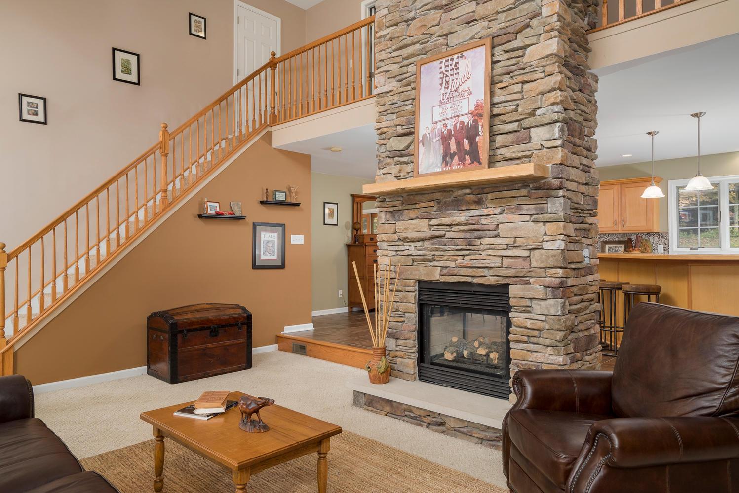 6142 Hillcroft Dr Boston NY-large-004-18-Living Room-1498x1000-72dpi