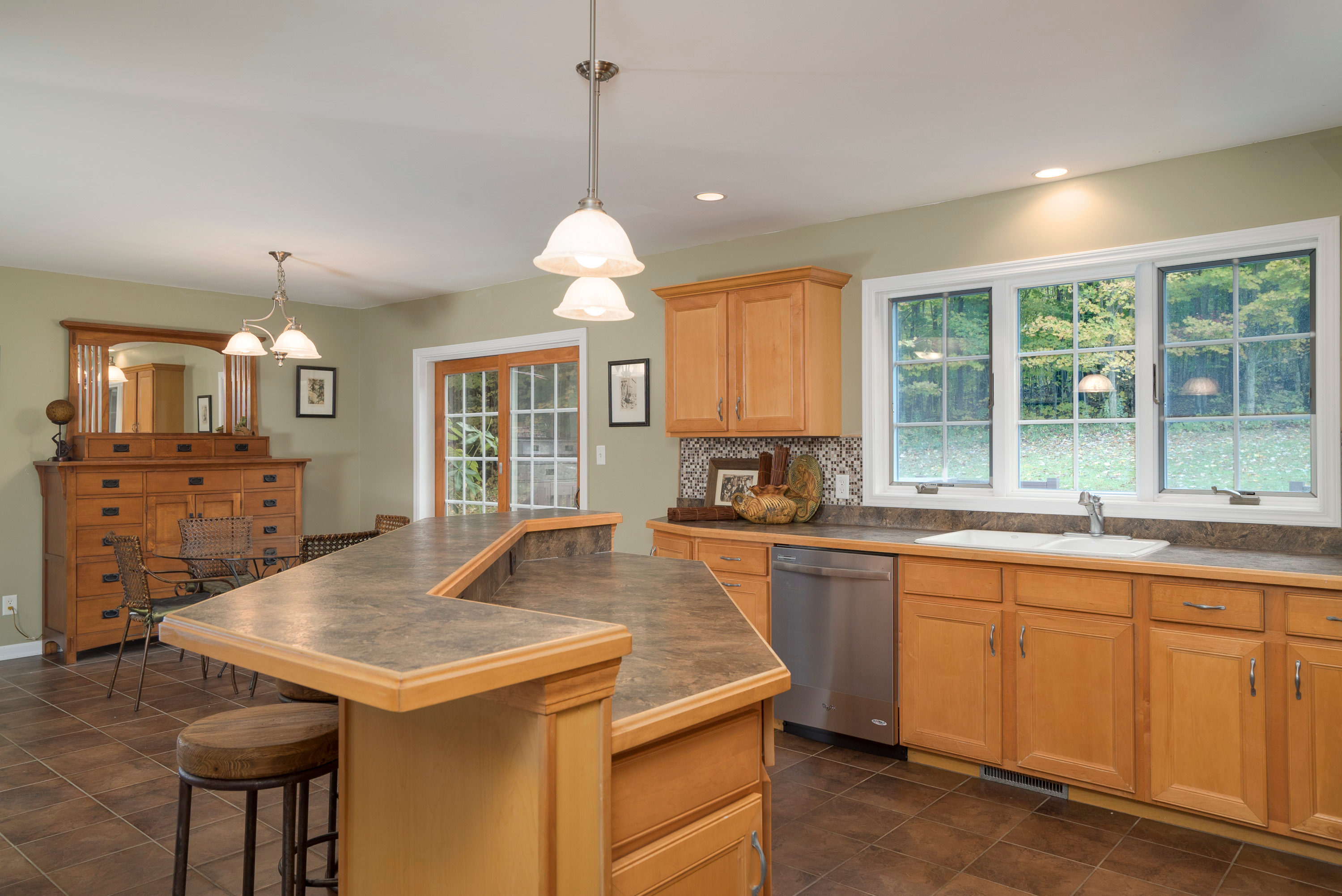 6142 Hillcroft Dr Boston NY-print-010-19-Kitchen-3000x2004-300dpi