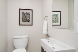 286 Parkdale Ave East Aurora-print-012-2-Bathroom-3000x2004-300dpi
