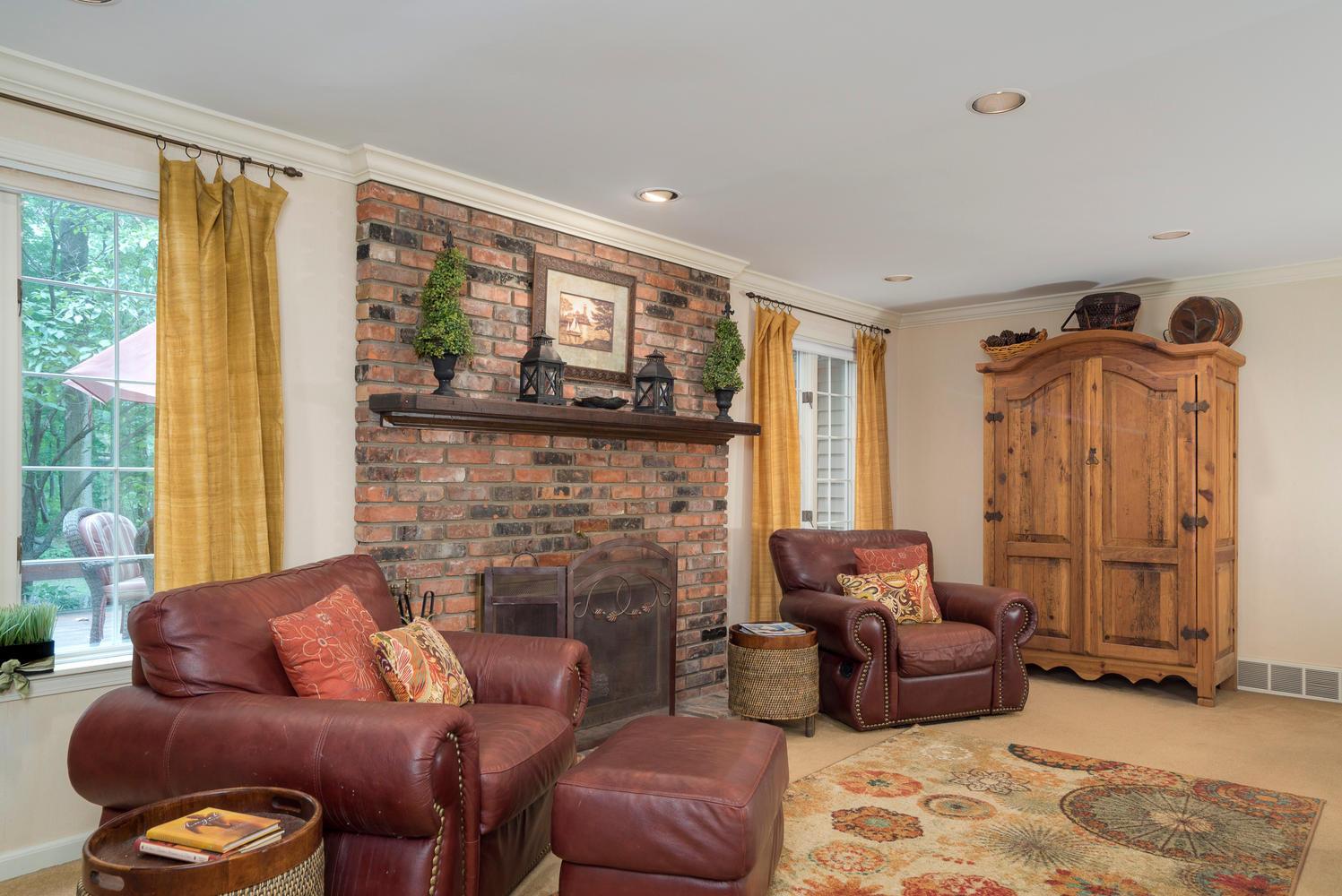 36 Timberlake Dr Orchard Park-large-006-10-Family Room-1498x1000-72dpi