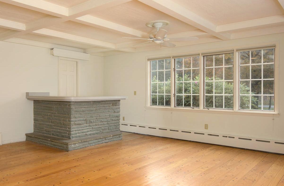 10 Hillcrest Rd East Aurora NY-large-010-Family Room-1499x1000-72dpi