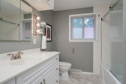 286 Parkdale Ave East Aurora-print-011-6-Bathroom-3000x2004-300dpi