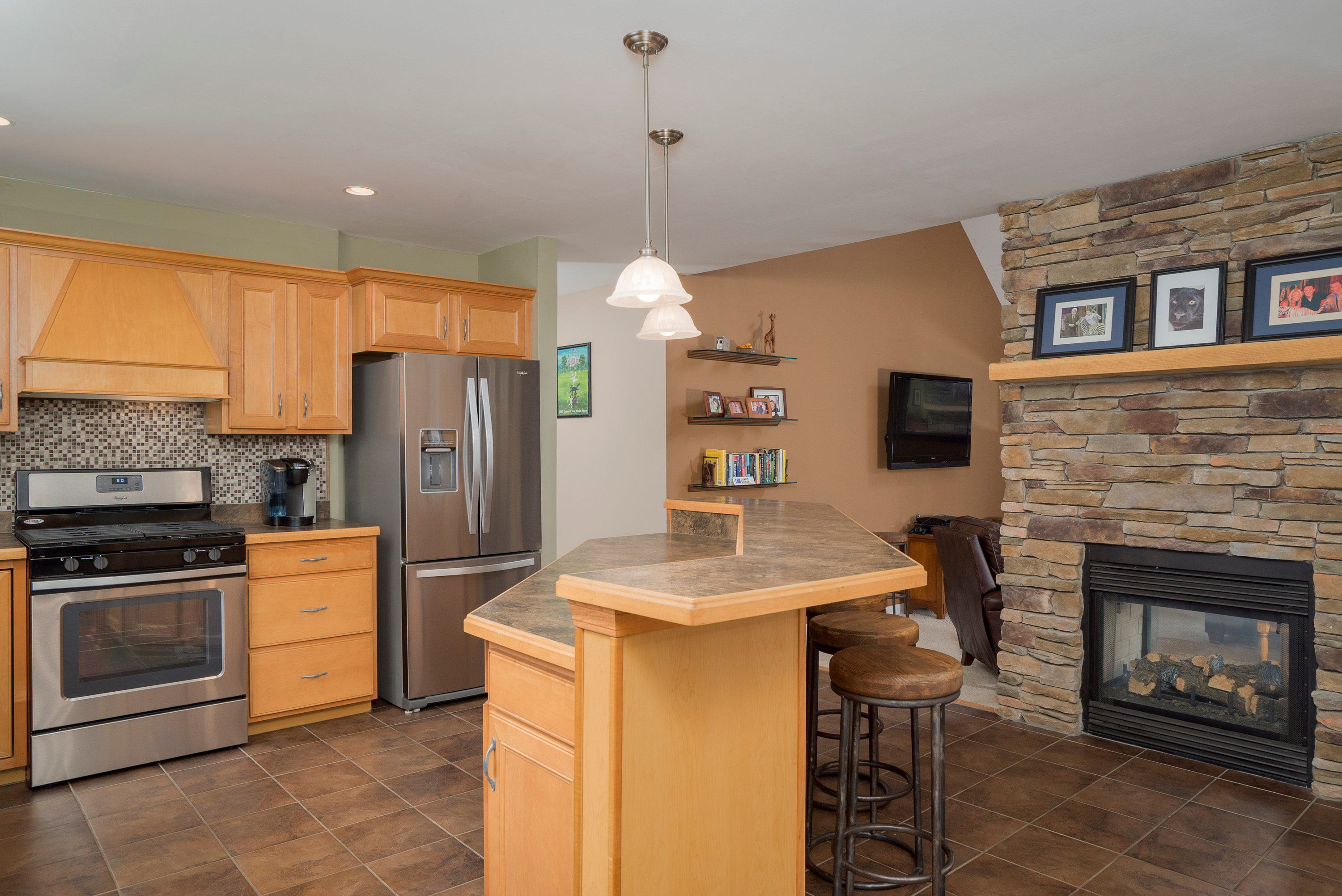 6142 Hillcroft Dr Boston NY-print-009-17-Kitchen-3000x2004-300dpi