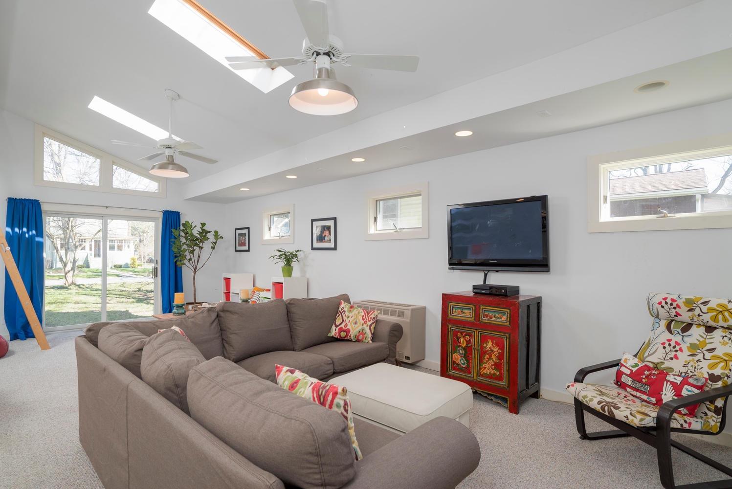 185 S Grove St East Aurora NY-large-012-6-Family Room-1498x1000-72dpi