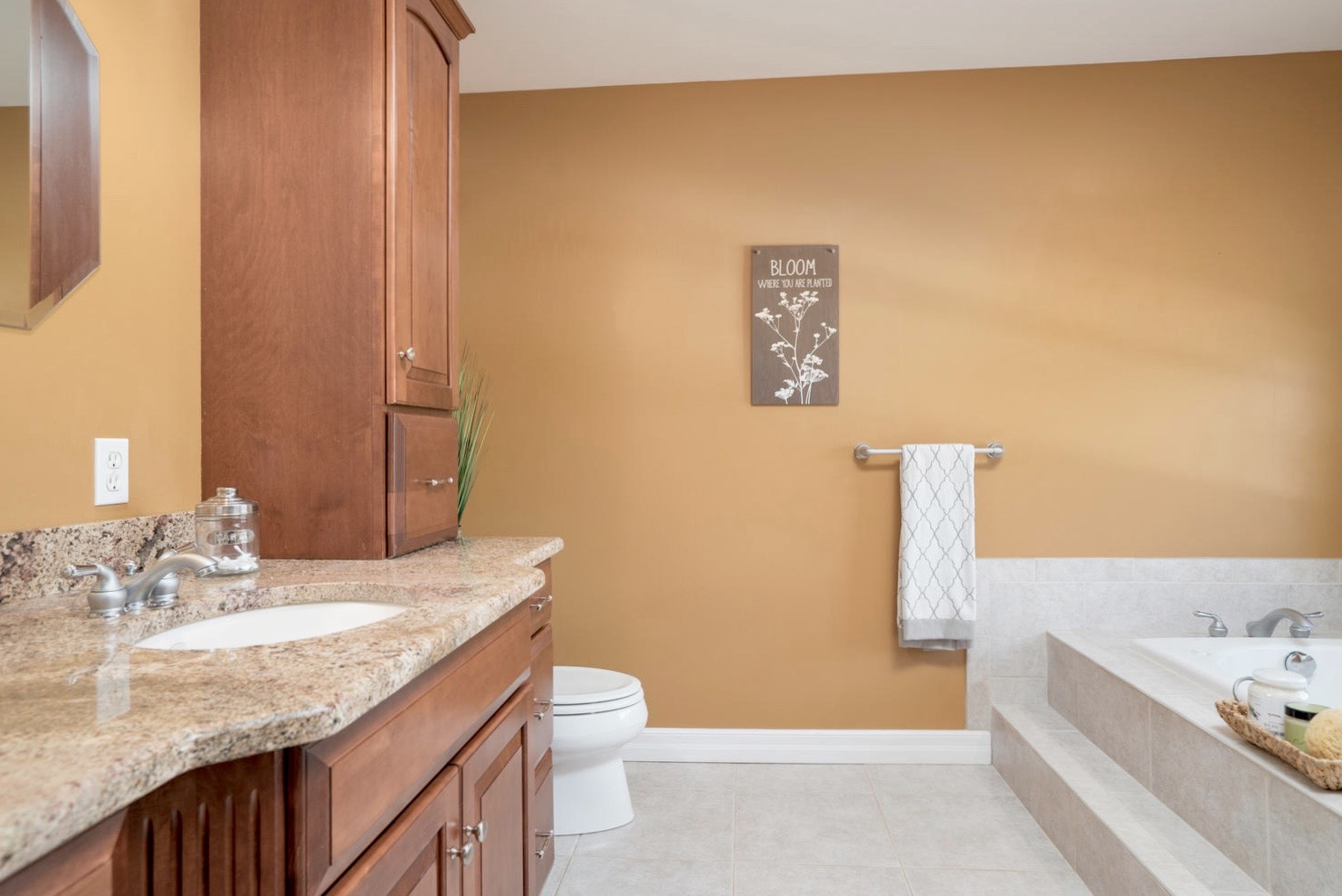 7289 Center St Holland NY-large-011-16-Master Bath-1498x1000-72dpi