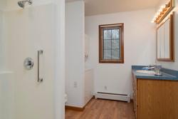 8374 Bleistein Rd Colden NY-large-025-25-Bathroom-1498x1000-72dpi
