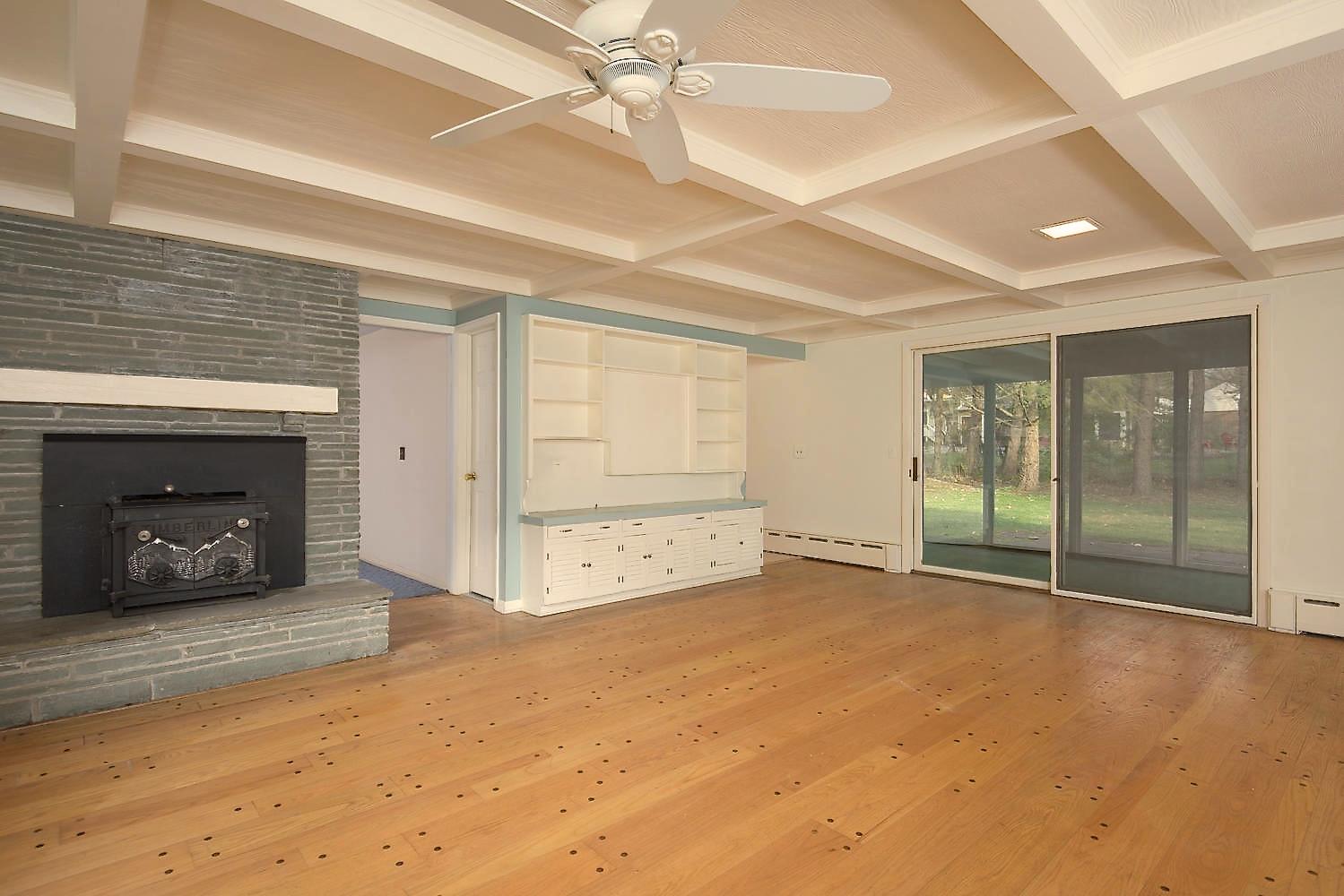 10 Hillcrest Rd East Aurora NY-large-011-Family Room-1499x1000-72dpi