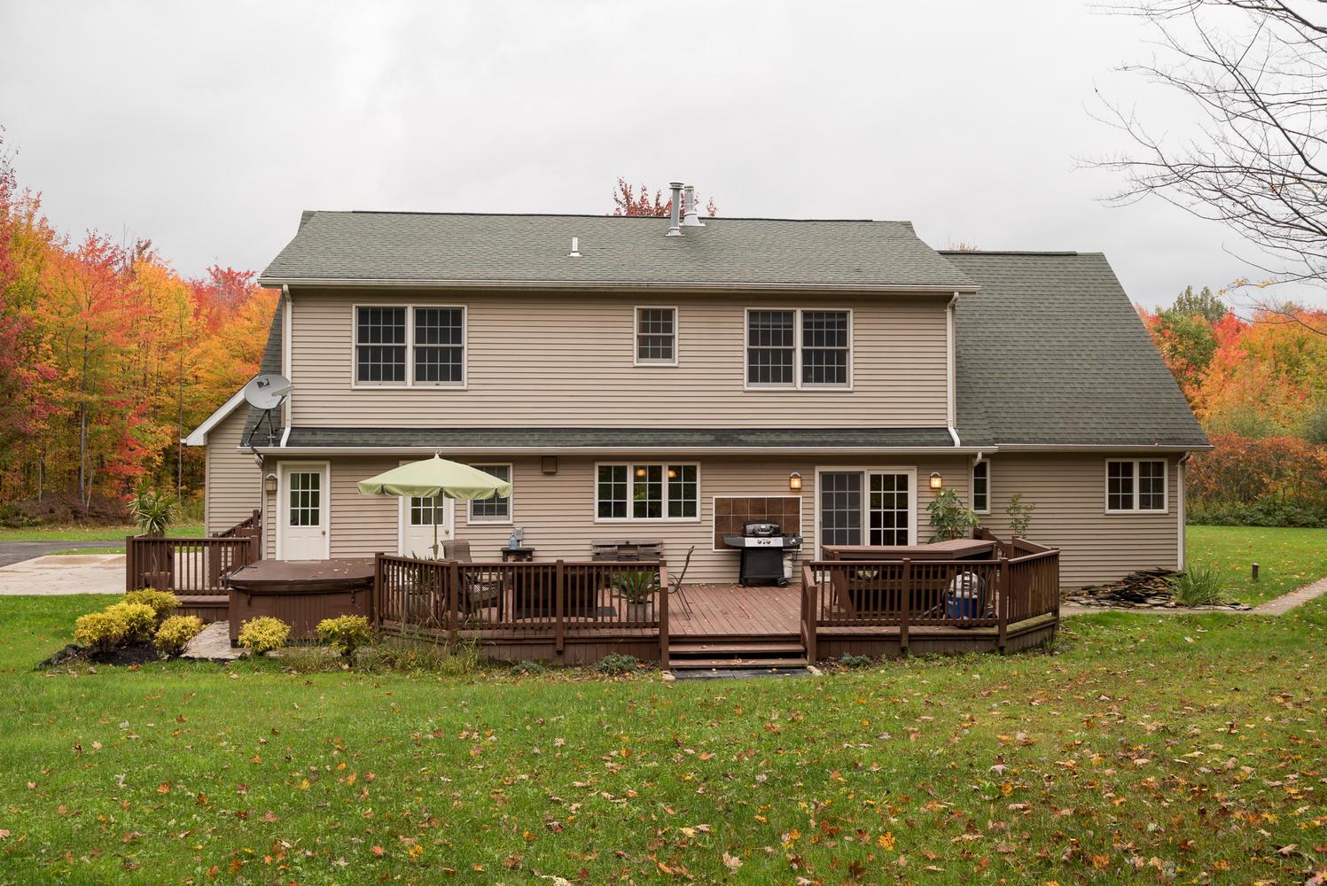 6142 Hillcroft Dr Boston NY-large-020-5-Exterior  Back-1498x1000-72dpi