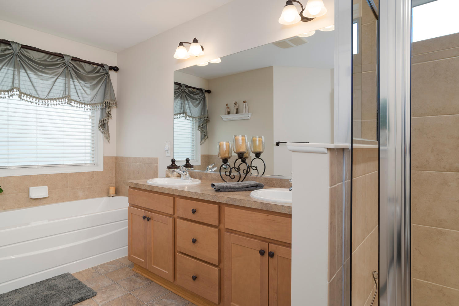 67 Avian Way Lancaster NY-large-011-2-Master Bath-1498x1000-72dpi