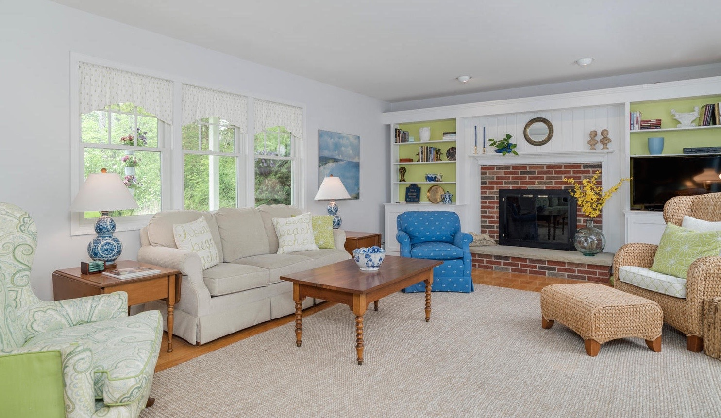 920 N Star Rd East Aurora NY-large-003-5-Living Room-1498x1000-72dpi