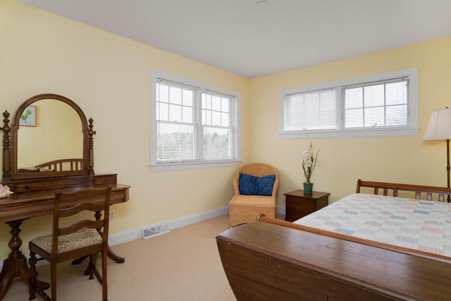 475 Porterville Rd East Aurora-large-017-16-Bedroom-1498x1000-72dpi