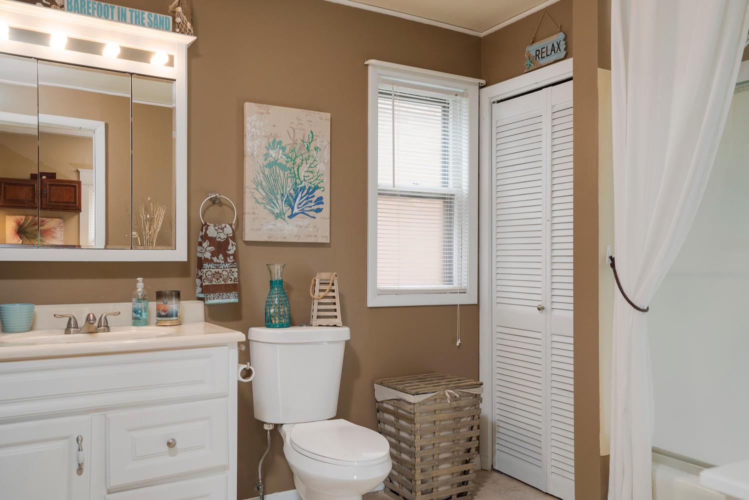 55 Benson Ave Buffalo NY 14224-large-014-4-Bathroom-1498x1000-72dpi