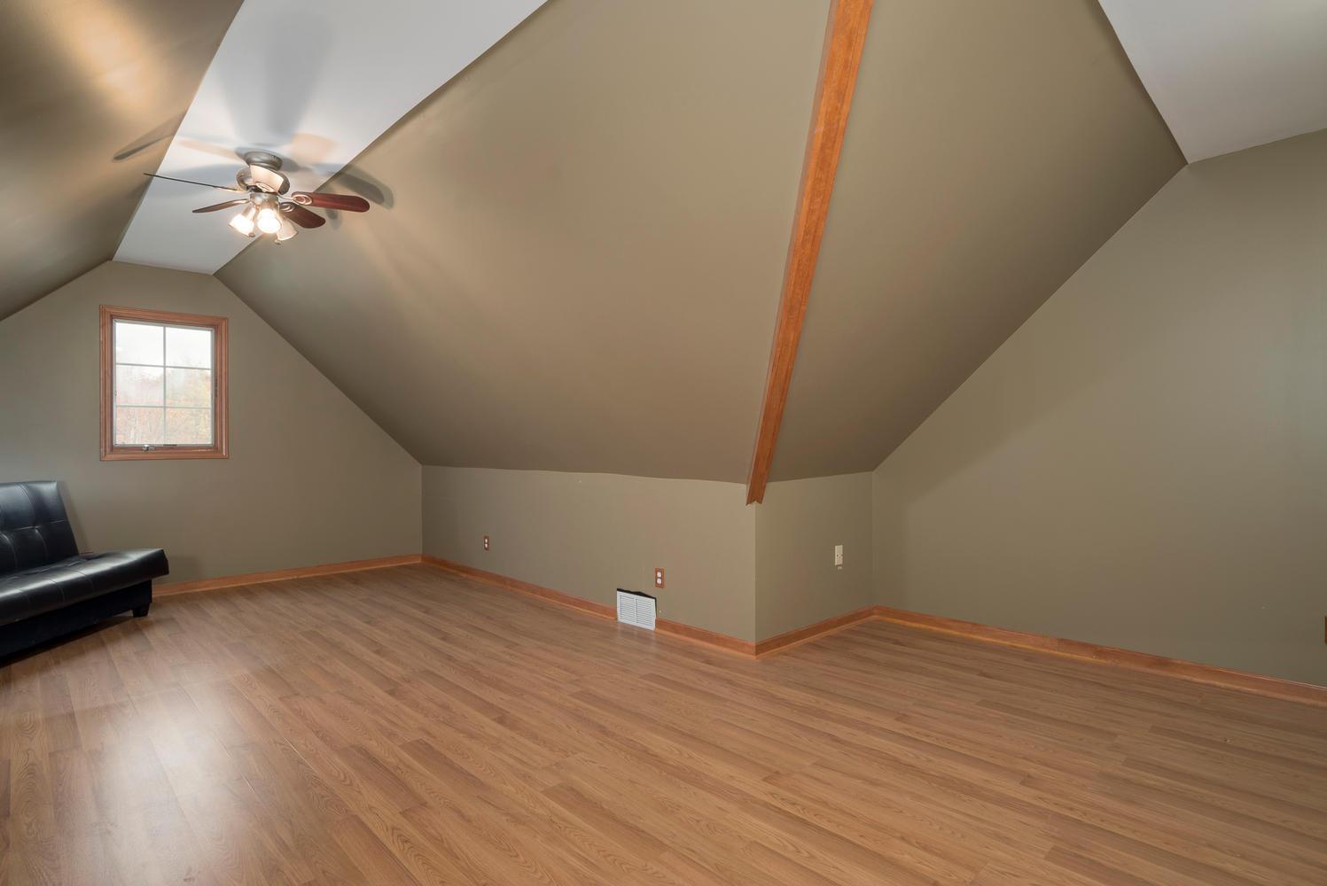 6142 Hillcroft Dr Boston NY-large-015-11-Bonus Room-1498x1000-72dpi