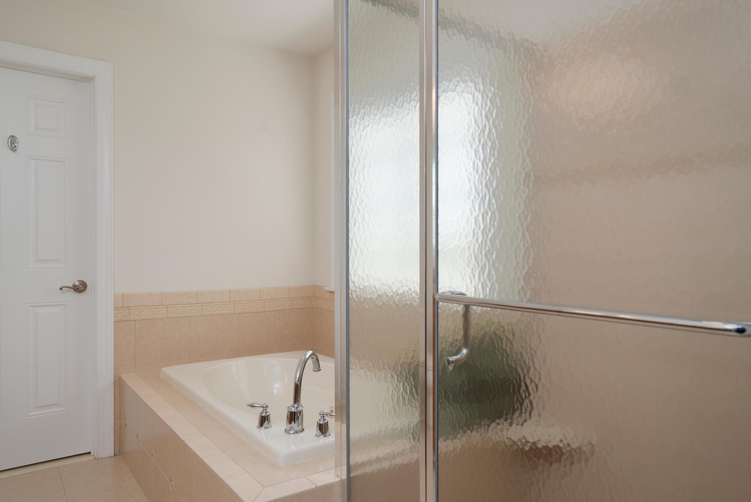 241 Reiter Rd East Aurora NY-large-014-2-Master Bath-1498x1000-72dpi