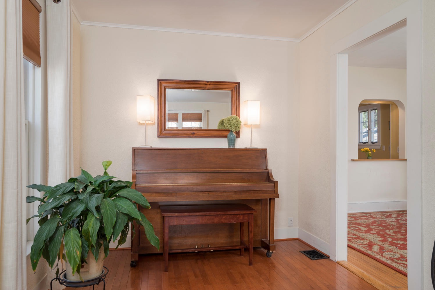 185 S Grove St East Aurora NY-large-006-9-Living Room-1498x1000-72dpi