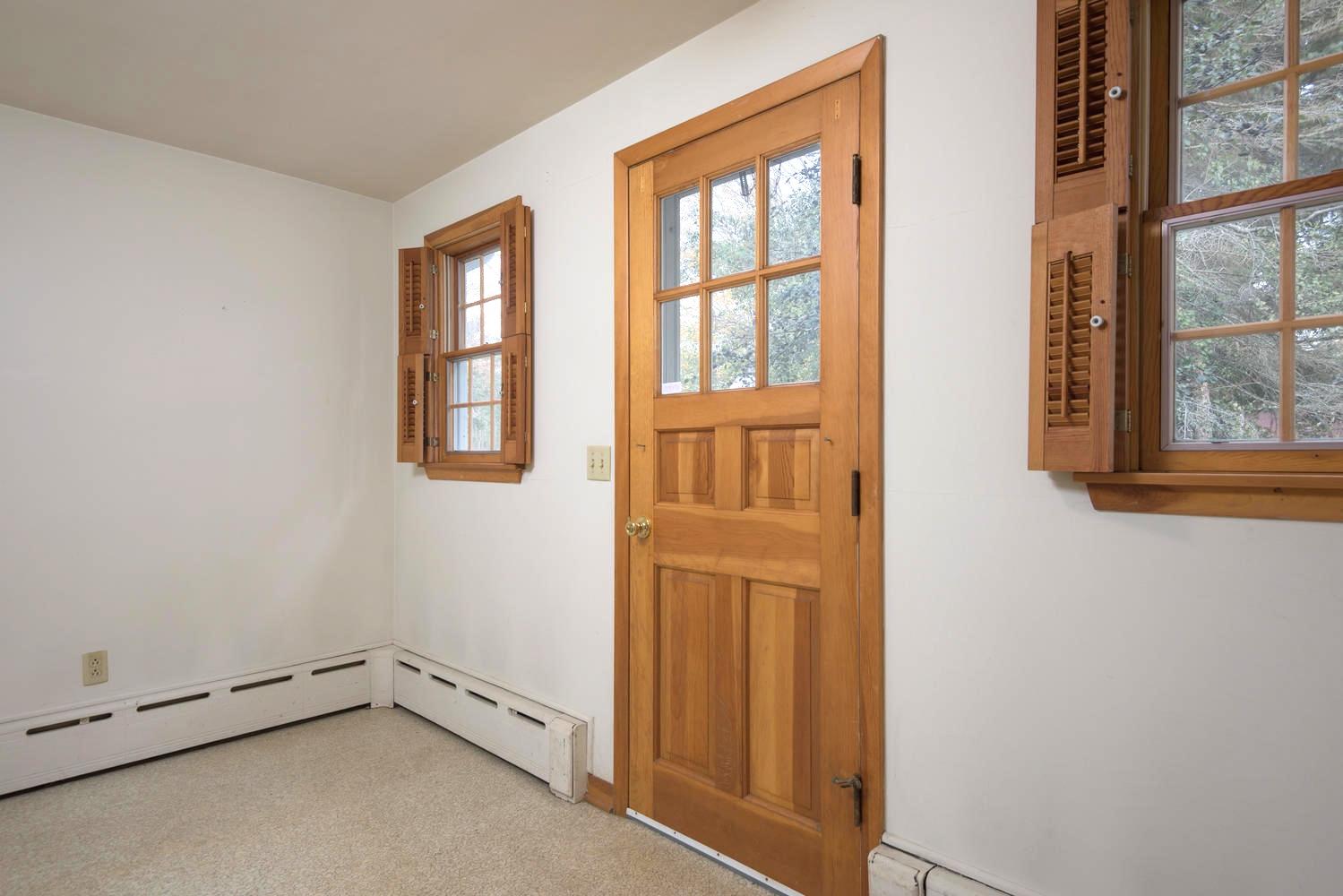 10 Hillcrest Rd East Aurora NY-large-017-Mudroom-1499x1000-72dpi