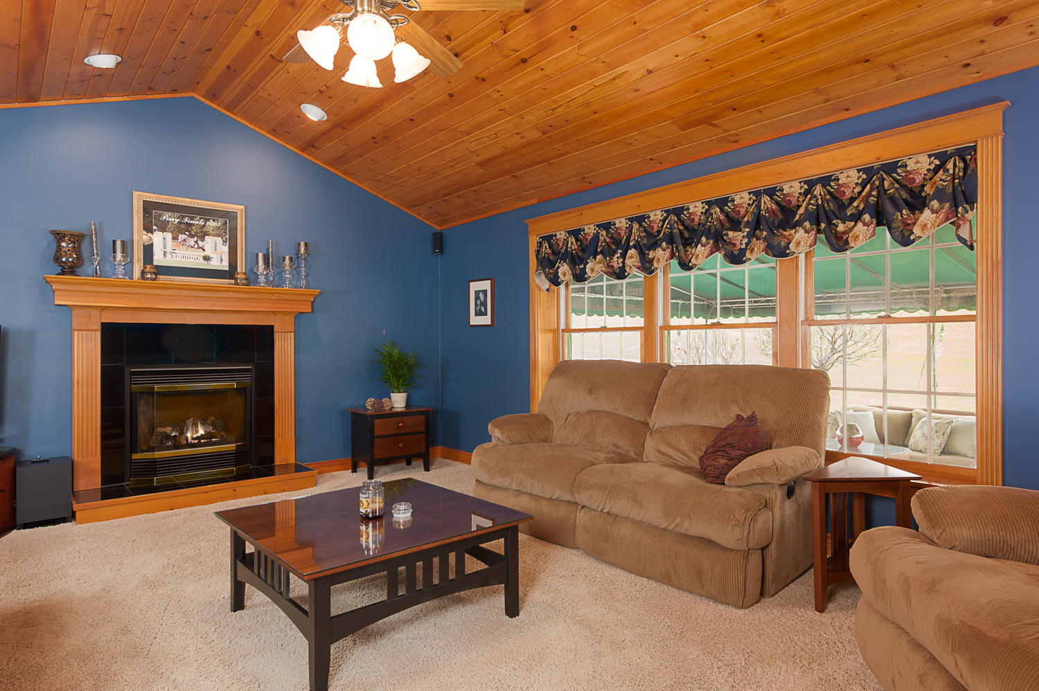 6738 East Creek South Wales NY-large-009-Family Room-1500x999-72dpi