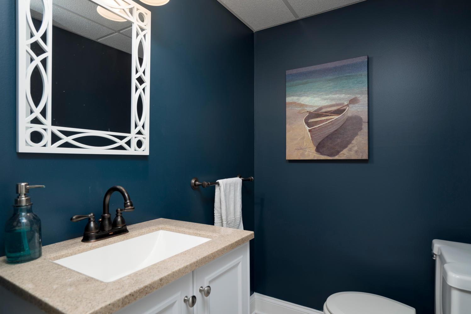 1206 Carriage Dr East Aurora-large-016-Bathroom-1498x1000-72dpi