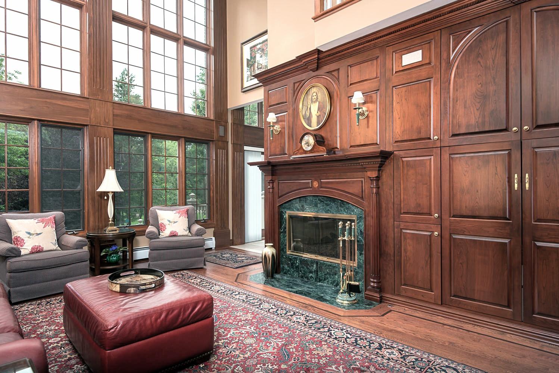 246 Willardshire Rd East-large-007-Family Room-1499x1000-72dpi
