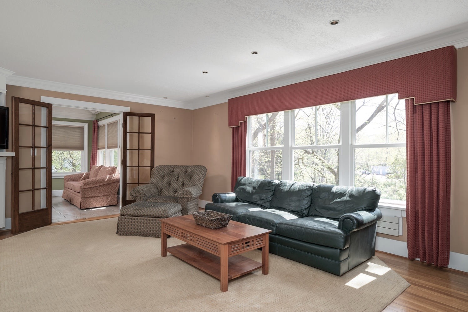 1051 Olean Rd East Aurora NY-large-007-11-Living Room-1498x1000-72dpi