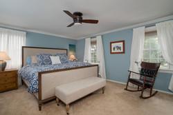 1206 Carriage Dr East Aurora-large-008-Master Bedroom-1498x1000-72dpi