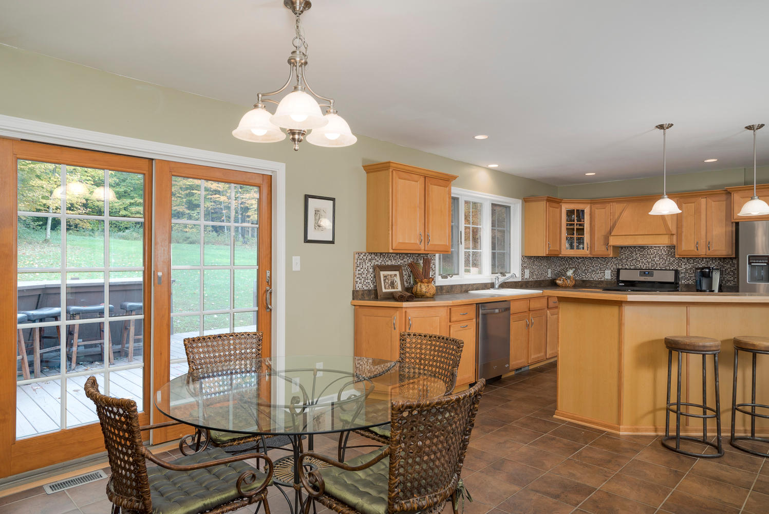 6142 Hillcroft Dr Boston NY-large-007-15-Kitchen-1498x1000-72dpi