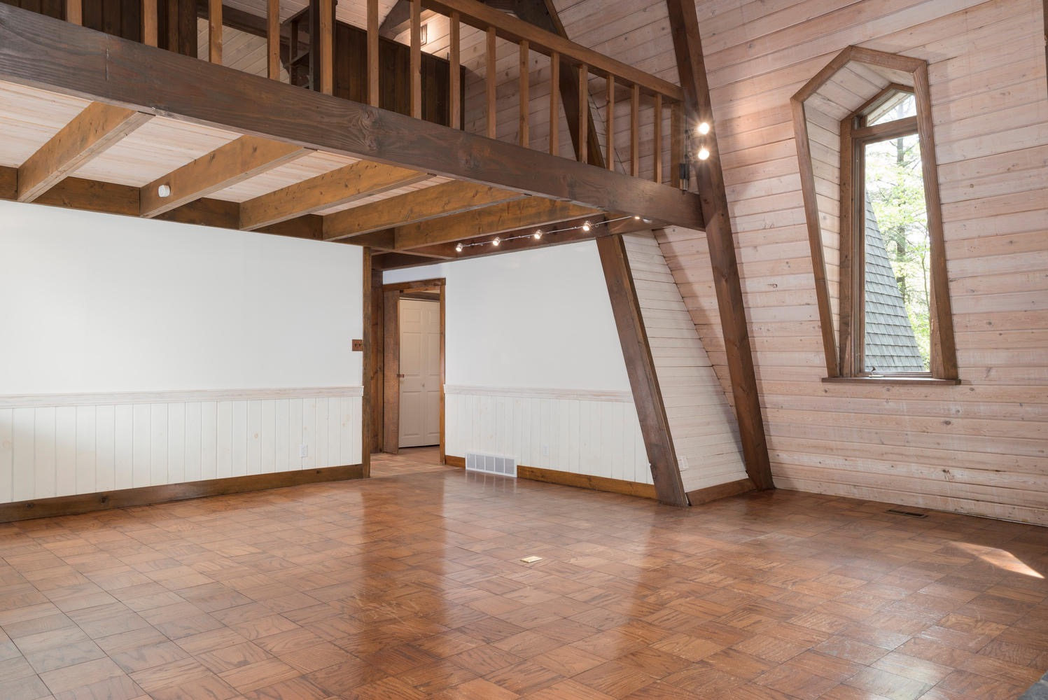 1000 Quaker Rd Orchard Park NY-large-005-12-Living Room-1498x1000-72dpi