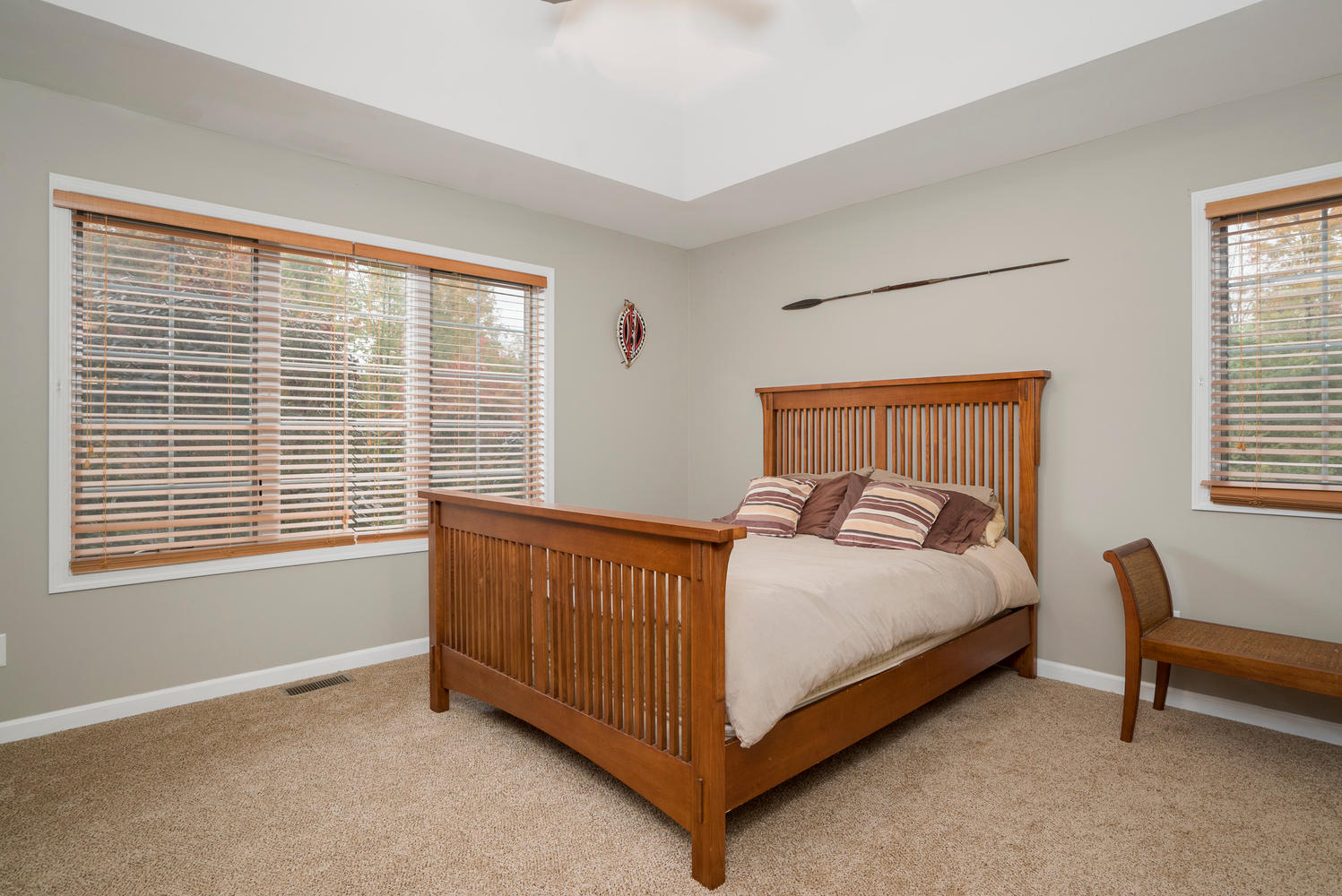 6142 Hillcroft Dr Boston NY-large-011-16-Master Bedroom-1498x1000-72dpi